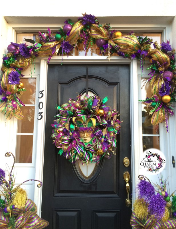Decorate your door for mardi gras for Deco decorations